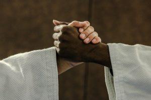 Poignée de main de judokas